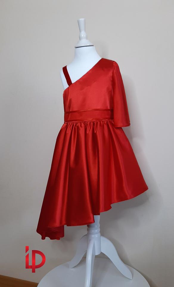 rochie rosie pe umar